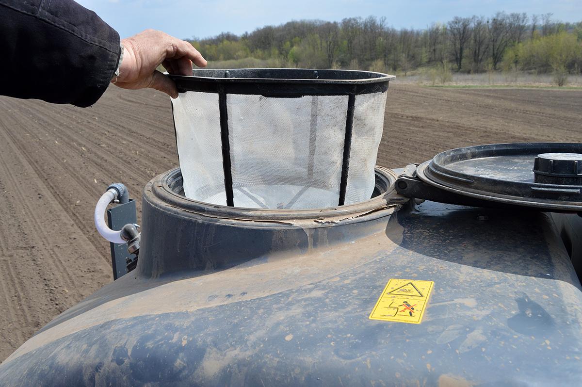 Фільтр бункера для рідких добрив об'ємом 3900 л